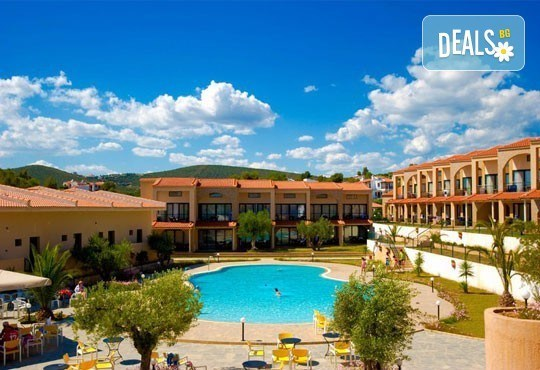 На море в Гърция през юни или септември в хотел Village Mare 4*, Халкидики! 5/7 нощувки на база All inclusive, ползване на басейн! - Снимка 17