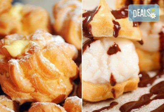 Опитайте чудно вкусните мини еклери с ванилово-сметанов крем или с шоколадова заливка от кулинарна работилница Деличи! - Снимка 1