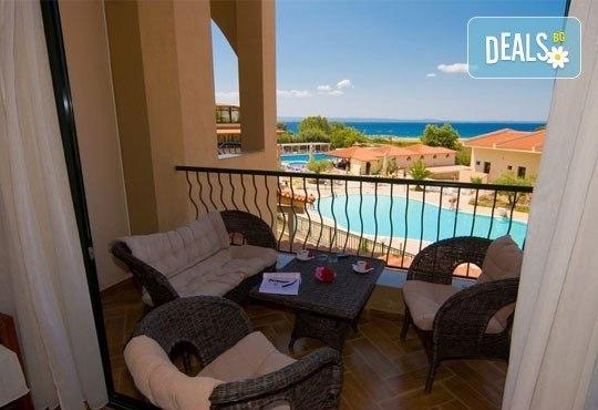 Почивайте в разгара на лятото в хотел Village Mare 4*, Халкидики, Гърция! 5/7 нощувки на база All inclusive, ползване на басейн! - Снимка 14