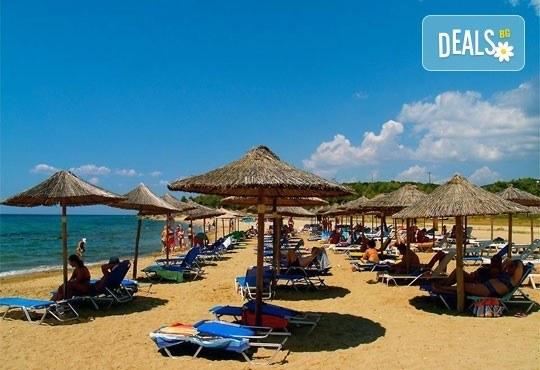 Почивайте в разгара на лятото в хотел Village Mare 4*, Халкидики, Гърция! 5/7 нощувки на база All inclusive, ползване на басейн! - Снимка 20