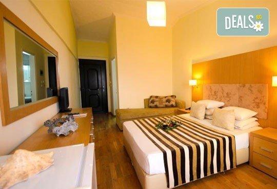 Почивайте в разгара на лятото в хотел Village Mare 4*, Халкидики, Гърция! 5/7 нощувки на база All inclusive, ползване на басейн! - Снимка 6