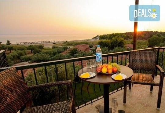 Почивайте в разгара на лятото в хотел Village Mare 4*, Халкидики, Гърция! 5/7 нощувки на база All inclusive, ползване на басейн! - Снимка 15