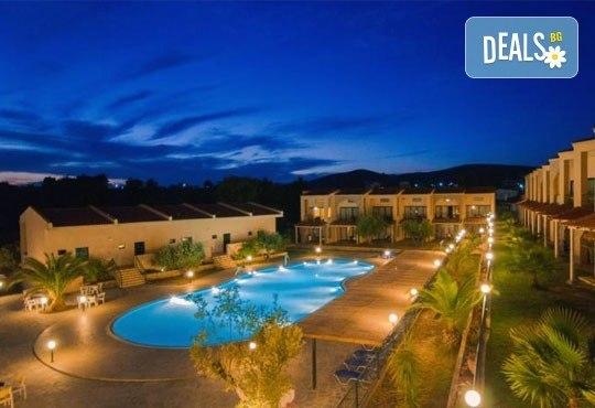 Почивайте в разгара на лятото в хотел Village Mare 4*, Халкидики, Гърция! 5/7 нощувки на база All inclusive, ползване на басейн! - Снимка 19