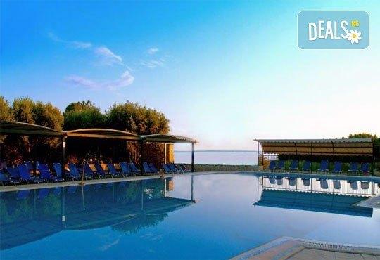 Почивайте в разгара на лятото в хотел Village Mare 4*, Халкидики, Гърция! 5/7 нощувки на база All inclusive, ползване на басейн! - Снимка 18