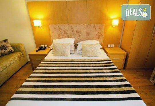 Почивайте в разгара на лятото в хотел Village Mare 4*, Халкидики, Гърция! 5/7 нощувки на база All inclusive, ползване на басейн! - Снимка 9