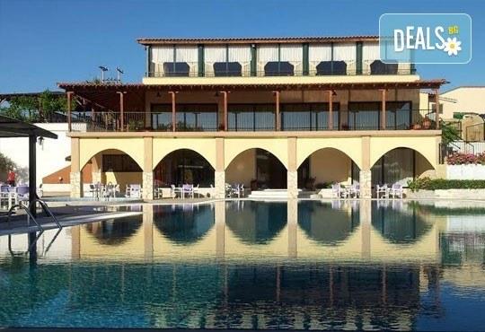 Почивайте в разгара на лятото в хотел Village Mare 4*, Халкидики, Гърция! 5/7 нощувки на база All inclusive, ползване на басейн! - Снимка 16