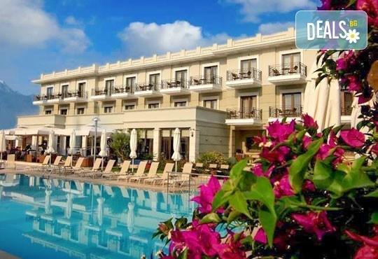 В разгара на лятото почивайте в Danai Hotel & Spa 4*, Олимпийска Ривиера, Гърция! 5 нощувки със закуски и вечери, безплатно за първо дете до 6г.! - Снимка 1