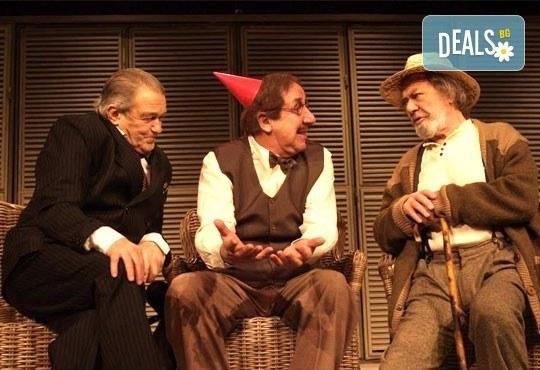 Гледайте Стефан Мавродиев в комедията Вятърът в тополите, Младежки театър, камерна зала, на 19.05., 19ч, билет за двама! - Снимка 1