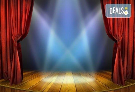 Гледайте една нова и безумно смешна комедия! Среднощна история, на 11.05. от 19ч, камерна сцена, Сълза и Смях, билет за един - Снимка 3