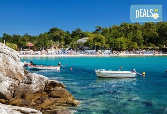 Лятна екскурзия до о. Тасос - зеления рай на Гърция! 2 нощувки със закуски в хотел 2/3*, транспорт и турове до Кавала и Солун! - Снимка 1