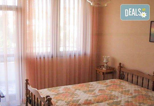 Избери да почиваш за 24 май в къща за гости Преслав 2*, Несебър! 3 или 5 нощувки със закуски в помещение по избор от ВАРНА ТУРИСТ СЕРВИЗ! - Снимка 5
