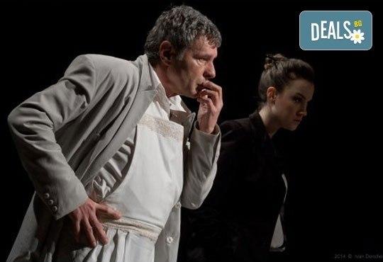 На 28 май от 19ч. гледайте 50-то юбилейно представление постановката Покана за вечеря в Театър ''София'', билет за един - Снимка 4