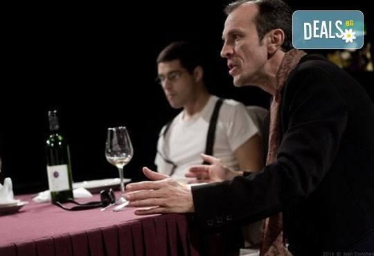 На 28 май от 19ч. гледайте 50-то юбилейно представление постановката Покана за вечеря в Театър ''София'', билет за един - Снимка 5
