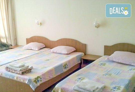 Неустоимо предложение за лятна почивка от юни до септември в къща за гости Преслав 2*, Несебър! 3, 5 или 7 нощувки в период по избор! - Снимка 4