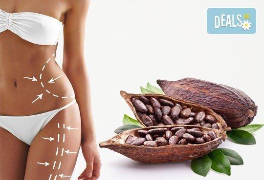 Похвалете се с гладка и стегната кожа! Мануален антицелулитен масаж с какаово масло на четири зони в салон Фламинго! - Снимка 1