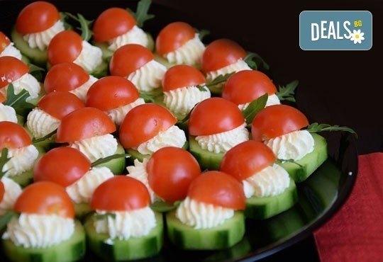 Вкусни солени хапки с чери домати, моцарела, топено сирене, кашкавал и пуешко филе за Вашия празник от Кетъринг София! - Снимка 1