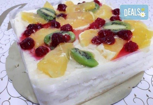 Уникално вкусна и красива торта - богата мозайка от плодове, с нежен баварски крем и ароматни бутер платки от Виенски салон Лагуна! - Снимка 1