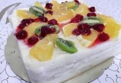 Уникално вкусна и красива торта - богата мозайка от плодове, с нежен баварски крем и ароматни бутер платки от Виенски салон Лагуна! - Снимка