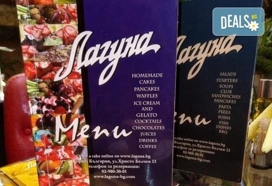 Уникално вкусна и красива торта - богата мозайка от плодове, с нежен баварски крем и ароматни бутер платки от Виенски салон Лагуна! - Снимка 7