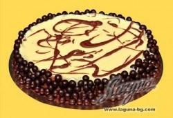 Шоколадова тортаТрилогия с три вида шоколад - бял, млечен и тъмен! Уникален вкус и прекрасно съчетание на белгийски шоколад от Виенски салон Лагуна! - Снимка