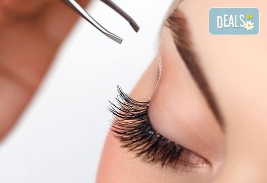 Удължаване и сгъстяване на мигли косъм по косъм и оформяне на вежди от професионален гримьор Нуши Бялова в студио Giro! - Снимка 2