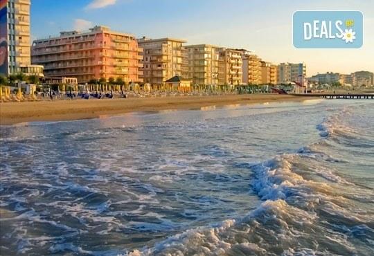 Почивка в Италия - Лидо ди Йезоло с възможност за посещение на Венеция: 6 нощувки със закуски, 5 вечери, транспорт и екскурзовод от Еко Тур! - Снимка 2
