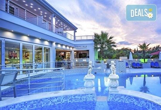 Лятна ваканция в Hotel Anna 3* на Халкидики, Гърция! 3/4/5 нощувки със закуски и вечери, безплатно за дете до 1.99г. - Снимка 1