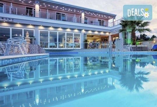 Лятна ваканция в Hotel Anna 3* на Халкидики, Гърция! 3/4/5 нощувки със закуски и вечери, безплатно за дете до 1.99г. - Снимка 11