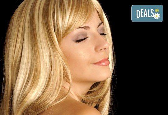 Подарете си нова визия! Кичури, подстригване и подхранваща маска в студио за красота Лили, Варна! - Снимка 1