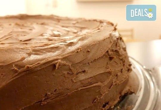 С повод или без! Вземете топящ се в устата шоколадов чийзкейк - цели 2 килограма, 16 парчета, от сладкарница Cheesecakers! - Снимка 2