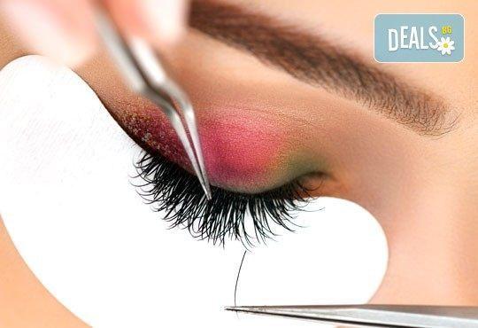 Очаровайте с поглед! Удължаване и сгъстяване чрез копринени мигли с метода косъм по косъм в салон Golden Angel - Снимка 1