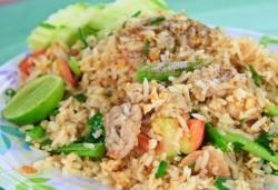 Предплатете един лев и вземете пиле с къри и бял ориз и свежа салата с нахут и чери домати в ресторант Санури! - Снимка