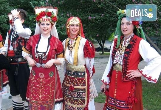 Направете първи стъпки в народните танци! 8 посещения на народни танци за начинаещи в танцова школа Колеви! - Снимка 4