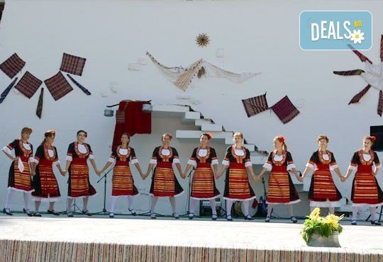 Направете първи стъпки в народните танци! 8 посещения на народни танци за начинаещи в танцова школа Колеви! - Снимка 3