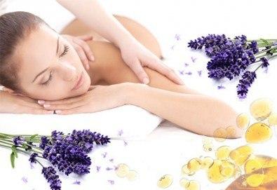 Отпуснете се със 75-минутна антистрес терапия на цялото тяло с масло от лавандула в Център за здраве и красота Мотив! - Снимка