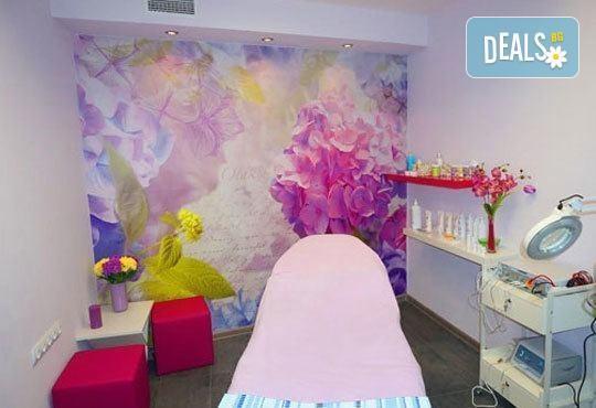 Свежест в косата! Боядисване с боя на клиента, масажно измиване и оформяне на прическа със сешоар по избор с или без подстригване - Снимка 3
