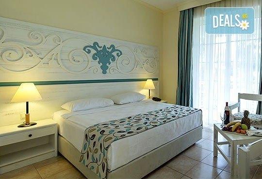 Last minute почивка със самолет в Анталия за периода 4.06 -11.06 или 11.06 - 18.06! 7 нощувки, Ultra All Inclusive в хотел Euphoria Palm Beach Resort 5*, Сиде, двупосочен билет, летищни такси и трансфери - Снимка 2