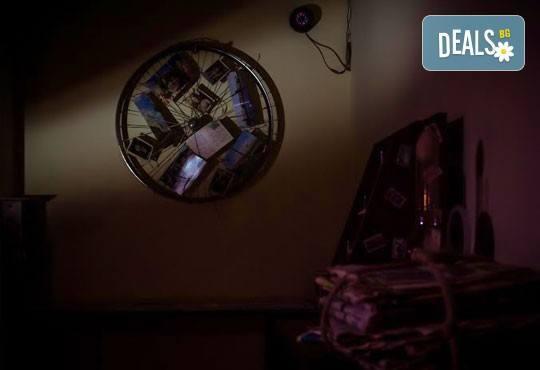 Събери отбор, резервирай стая! Бъди детектив в 60-минутното приключение от Emergency Escape с играта Пощенска станция - Снимка 6