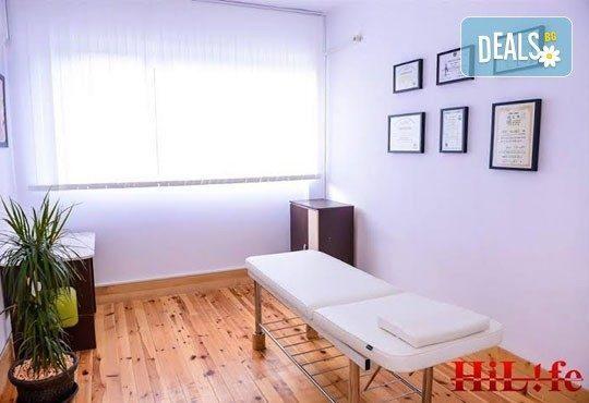 Грижа за тялото! Цялостен класически масаж и консултация с физиотерапевт от V-Key Beauty Salon! - Снимка 3