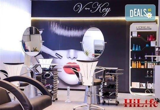 Грижа за тялото! Цялостен класически масаж и консултация с физиотерапевт от V-Key Beauty Salon! - Снимка 2