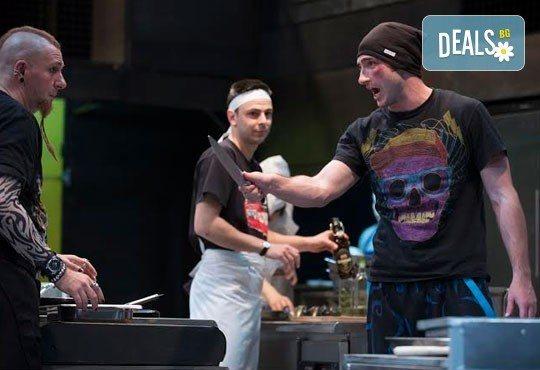 Култов спектакъл на сцената на Младежки театър! Гледайте Кухнята на 09.06. от 19.00ч, голяма сцена, билет за двама - Снимка 2