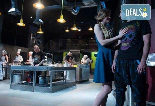 Култов спектакъл на сцената на Младежки театър! Гледайте Кухнята на 09.06. от 19.00ч, голяма сцена, билет за двама - Снимка 4