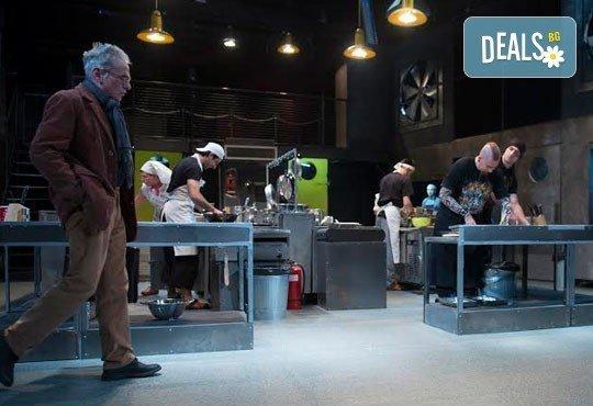 Култов спектакъл на сцената на Младежки театър! Гледайте Кухнята на 09.06. от 19.00ч, голяма сцена, билет за двама - Снимка 6