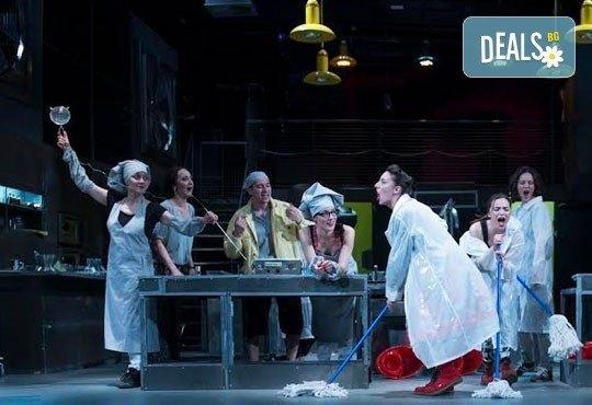 Култов спектакъл на сцената на Младежки театър! Гледайте Кухнята на 09.06. от 19.00ч, голяма сцена, билет за двама - Снимка 8