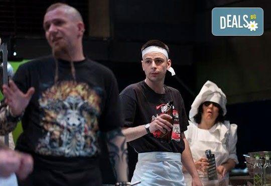Култов спектакъл на сцената на Младежки театър! Гледайте Кухнята на 09.06. от 19.00ч, голяма сцена, билет за двама - Снимка 9