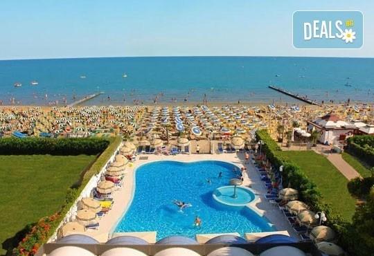 Лятна почивка във Венеция, Лидо ди Йезоло - 8 дни, 6 нощувки със закуски и вечери в хотел 3* и транспорт, от Теско Груп! - Снимка 4