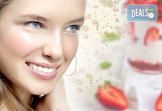 Дълбоко хидратираща и почистваща терапия за лице с ягоди, шампанско и сметана на промоционална цена от Milano Beauty Center! - Снимка 1