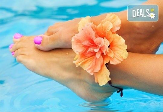 Перфектен педикюр в цветовете на O.P.I. и ORLY и масаж на ходилата в Студио Берлинго до Mall of Sofia - Снимка 1