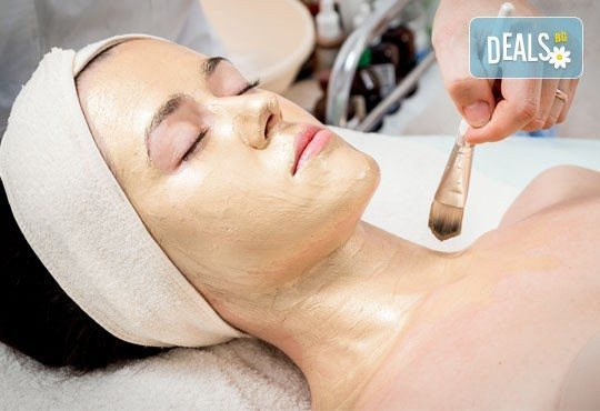 Козметичен масаж на лице, шия и деколте + парафинова терапия на лице и бонус - масаж на ръце в Козметичен център DR.LAURANNE в Центъра на София - Снимка 2