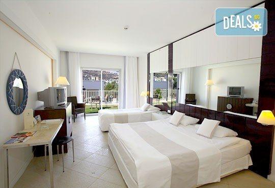Почивка в Бодрум - бялата перла на Турция! 7 нощувки, All Inclusive в Hotel Baia Bodrum 5*, възможност за транспорт! Дете до 11 години безплатно! - Снимка 4